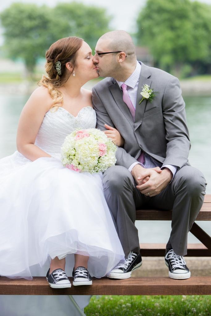 converse-vintage-préparatif-robe-auberge handfield-mariage-photographe